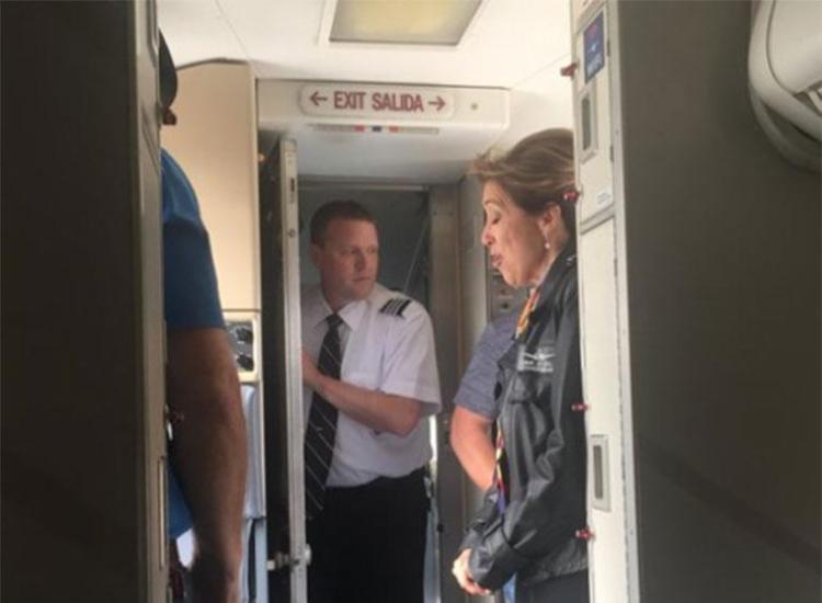 Tammie Jo Shults manteve a tranquilidade após motor explodir durante voo - Foto: Reprodução   Twitter