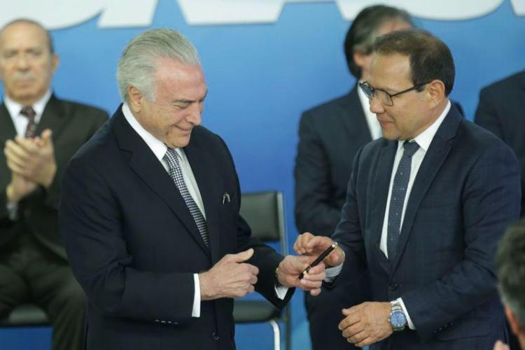 """""""Sabemos todos que o Brasil tem pressa e os problemas diante de nos exigem união e diálogo"""