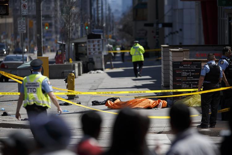 Polícia ainda não informou se o caso foi um ato deliberado ou acidental; motorista já foi encontrado e detido - Foto: Cole Burston l Getty Images l AFP