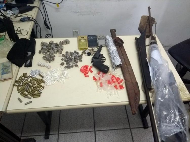 Material apreendido pelo polícia com os suspeitos - Foto: Divulgação | SSP