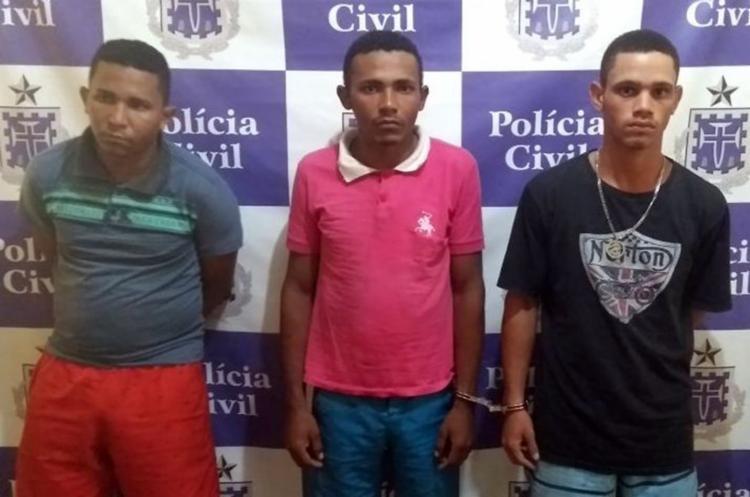 Suspeitos foram flagrados transportando dez ovelhas amarradas - Foto: Divulgação | Polícia Civil