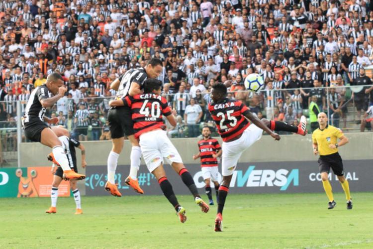 Ricardo Oliveira usou a cabeça para abrir o placar - Foto: Fernando Moreno | Futura Press | Estadão Conteúdo