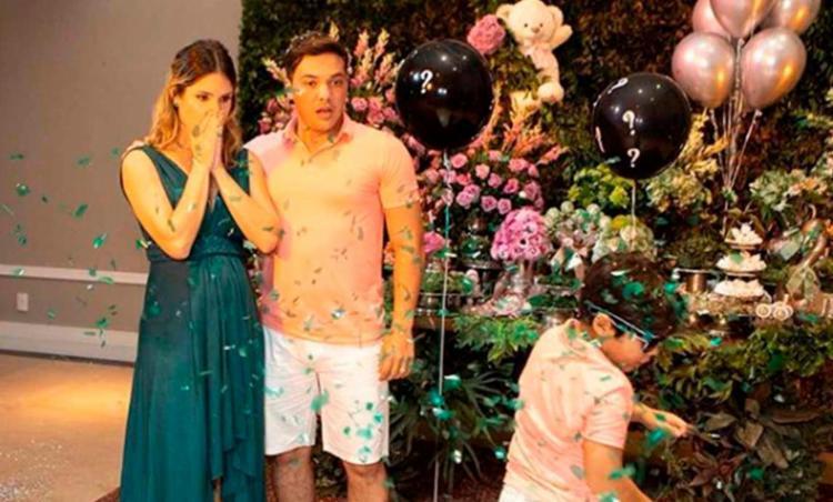 Wesley Safadão anuncia que será pai de um menino