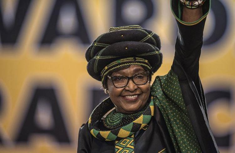 Carismática e polêmica, ex-mulher de Nelson Mandela, Winnie manteve a luta contra o regime racista - Foto: Mujahid Safodien l AFP Photo