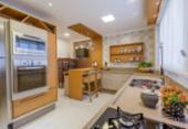 Cozinhas de estilo clássico têm espaço garantido na decoração | Foto: R. Vieira l Divulgação