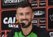 """Elias comemora estreia no Leão e elogia Caíque: """"Excelente""""   Maurícia da Matta l EC Vitória"""