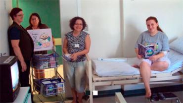 Projeto leva livros para pacientes - Foto: Divulgação