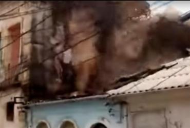 Quatro casas são atingidas por escombros de um casarão durante demolição | Reprodução | Youtube