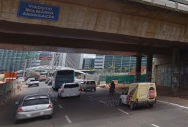 Motociclista morre após colidir em muro de viaduto na av. Caribé | Reprodução | Google Maps