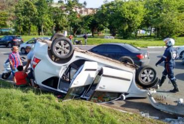 Acidente com carro da Uber deixa dois feridos na ACM | Felipe Santana | Ag. A TARDE