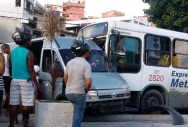 Acidente entre ônibus e van deixa três feridos na Suburbana | Cidadão Repórter l Via Whatsapp