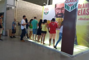 Energia extra! Stand oferece café de graça para campuseiros | Keyla Pereira l Ag. A Tarde