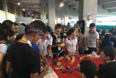 Brincadeira saudável: oficina ensina a montar cubo mágico | Edielle Carvalho