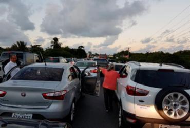Bloqueios dos caminhoneiros causam congestionamento na Estrada do Coco | Mariana Bastos