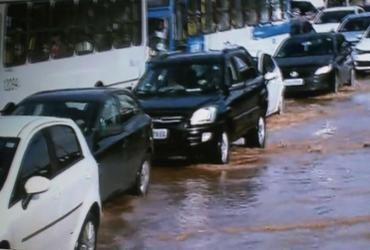 Tubulações rompem e afetam trânsito no Ogunjá e Brotas | Reprodução | TV Record