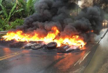 Caminhoneiros voltam a bloquear trechos de rodovias baianas   Cidadão Repórter   Via WhatsApp