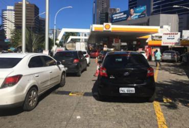 Promoção em posto de gasolina causa congestionamento Av. Tancredo Neves | Juraci dos Anjos | Ag. A TARDE