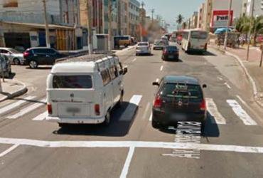 Carro bate em poste e deixa um ferido em Amaralina | Reprodução | Google Maps