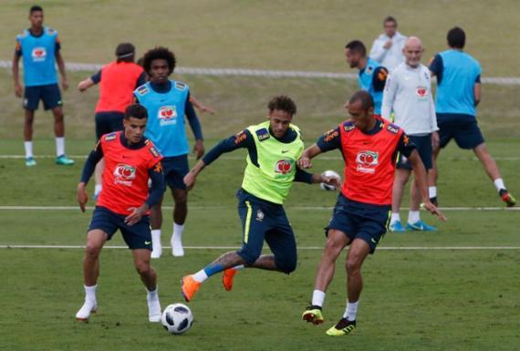 Seleção faz treino com torcida e tumulto na entrada da Granja   Fernando Frazão l Agência Brasil