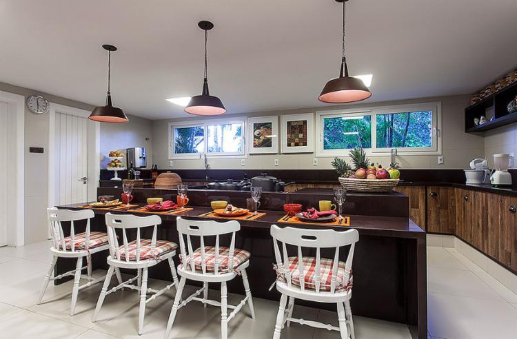 No projeto da cozinha, Nágila Andrade buscou inspiração nas memórias da infância do cliente