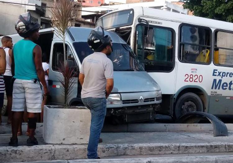 A colisão aconteceu próximo ao bairro de Itacaranha - Foto: Cidadão Repórter l Via Whatsapp