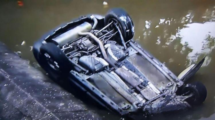 Vítima dirigia veículo que caiu no canal - Foto: Cidadão Repórter   Via WhatsApp