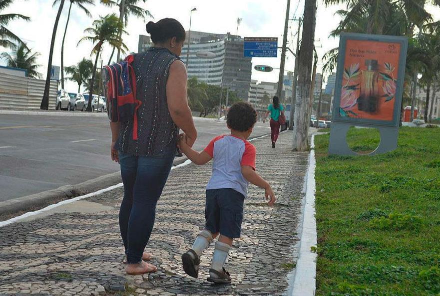 Adenildes Sales leva o filho para o IBR duas vezes na semana