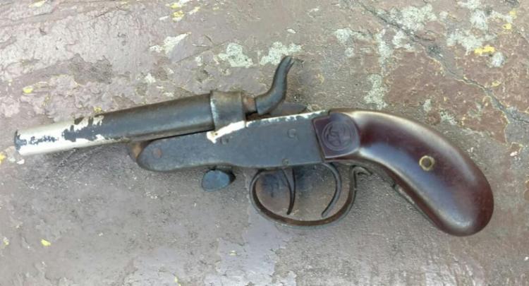 O suspeito admitiu que usaria a arma para praticar assaltos - Foto: Divulgação | SSP-BA