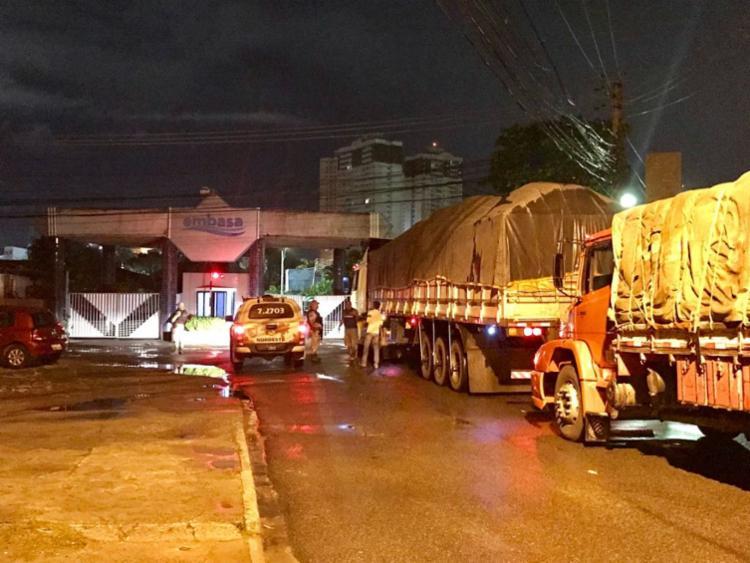 Os veículos foram acompanhados pela polícia até a estação da Embasa, no bairro da Boca do Rio - Foto: Divulgação| SSP-BA