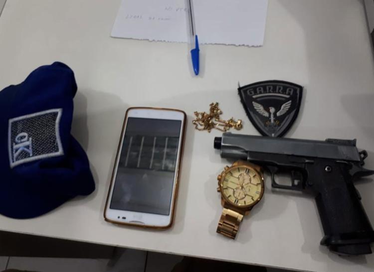 Arma foi apreendida com dois suspeitos - Foto: Divulgação | SSP