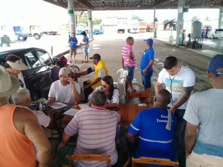 Durante a manhã, atendimento ocorreu no Posto Aratu, na BR-324 - Foto: Cidadão Repórter | Via WhatsApp