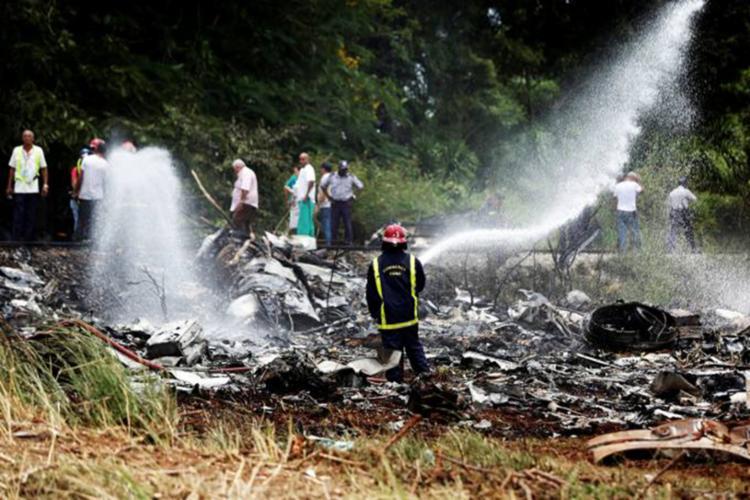 A aeronave transportava 102 cubanos e 11 estrangeiros, mexicanos, argentinos e saarauís. 3 cubanas sobreviventes estão hospitalizadas em estado grave - Foto: Reprodução| Reuters