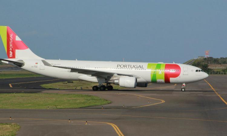 Dois aviões da TAP, que seguiriam para Portugal, fizeram escala em Salvador para abastecer - Foto: Joá Souza | Ag. A TARDE