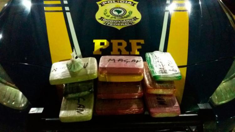 Droga estava dentro de uma mala no compartimento de cargas do coletivo - Foto: Divulgação | PRF