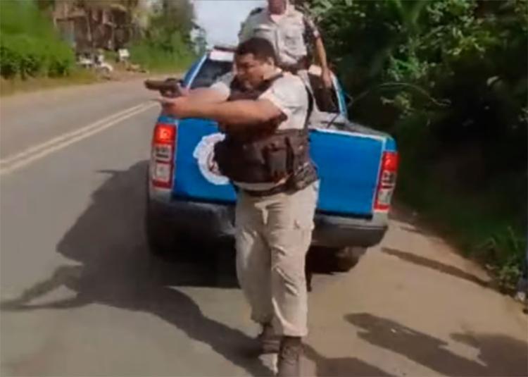 Ao menos, dois tiros foram disparados contra os manifestantes - Foto: Reprodução | YouTube