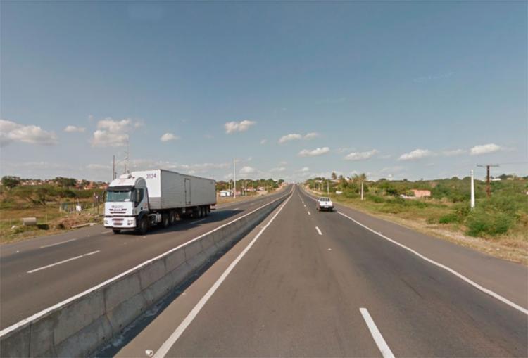 Pedra já foi retira da rodovia após acidente com motorista de carreta - Foto: Reprodução | Google Maps