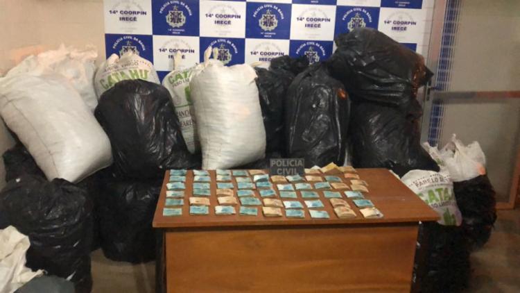 Drogas e dinheiro foram levados para a delegacia de Riachão do Jacuípe - Foto: Divulgação | SSP-BA