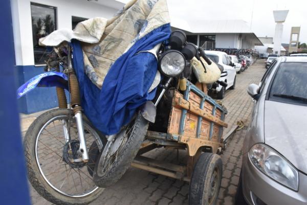 Suspeito fugiu quando percebeu a aproximação da viatura policial e abandonou a carroça