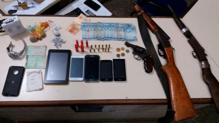 Quadrilha presa e os materiais apreendidos foram levados para a DT de Valência - Foto: Divulgação | SSP-BA