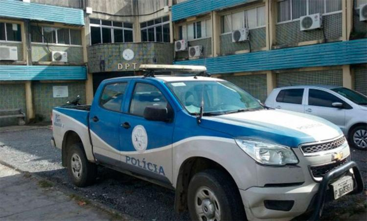 Corpo de Jeferson de Jesus foi levado para DPT de Feira de Santana - Foto: Aldo Matos | Reprodução | Acorda Cidade