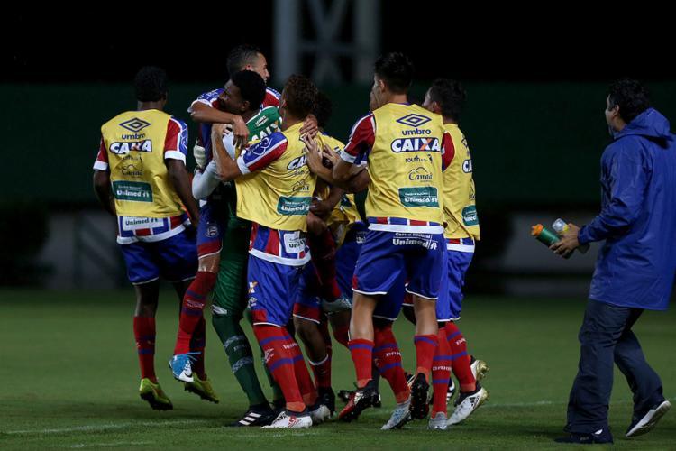 Jogadores do Esquadrãozinho comemoram após triunfo nas penalidades - Foto: Felipe Oliveira l EC Bahia