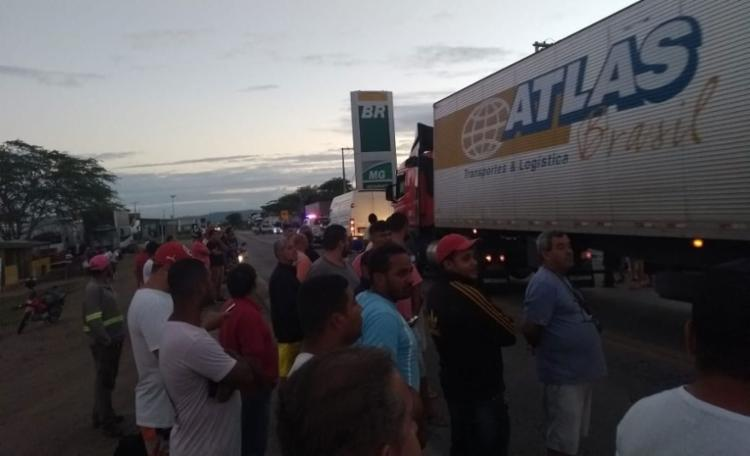 Operação desbloqueia rodovias ocupadas por caminhoneiros