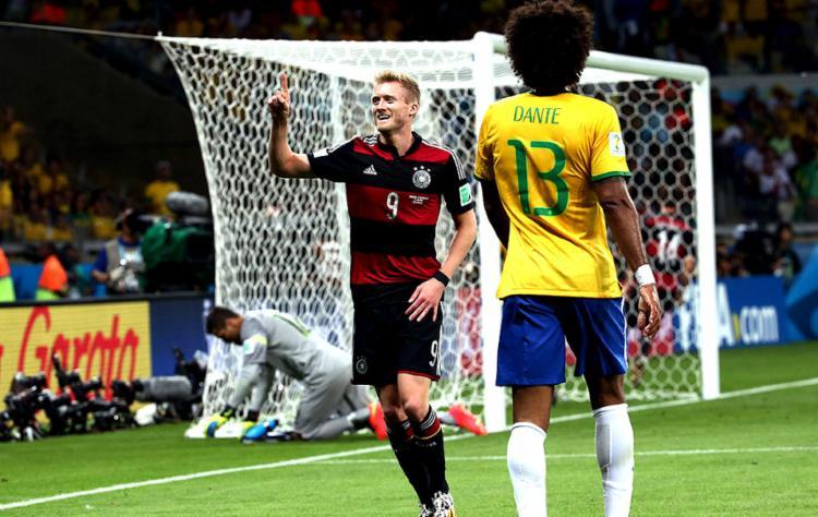 Na obra, cada autor, através do conto, dá a sua versão pessoal da factídica dia da Copa do Mundo - Foto: Divulgação