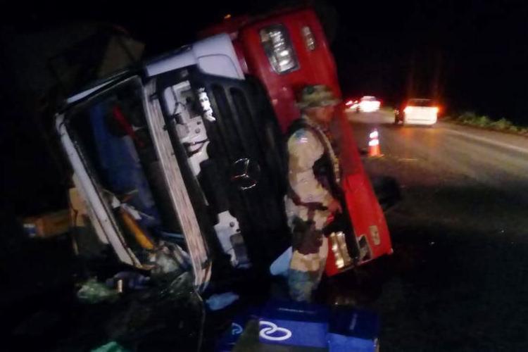 Caminhão seguia para o Espírito Santo com carga de calçados - Foto: Divulgação   SSP