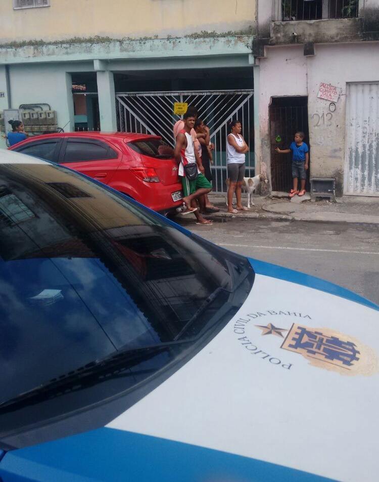 Polícia fez diligências na rua onde o crime ocorreu | Jefferson Domingos | Ag. A TARDE