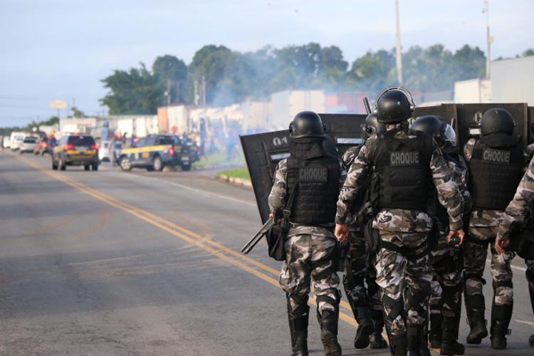 Manifestantes foram retirados de alguns trechos que passaram a ser ocupados por guarnições da PM para evitar outras novas obstruções - Foto: Divulgação| SSP-BA