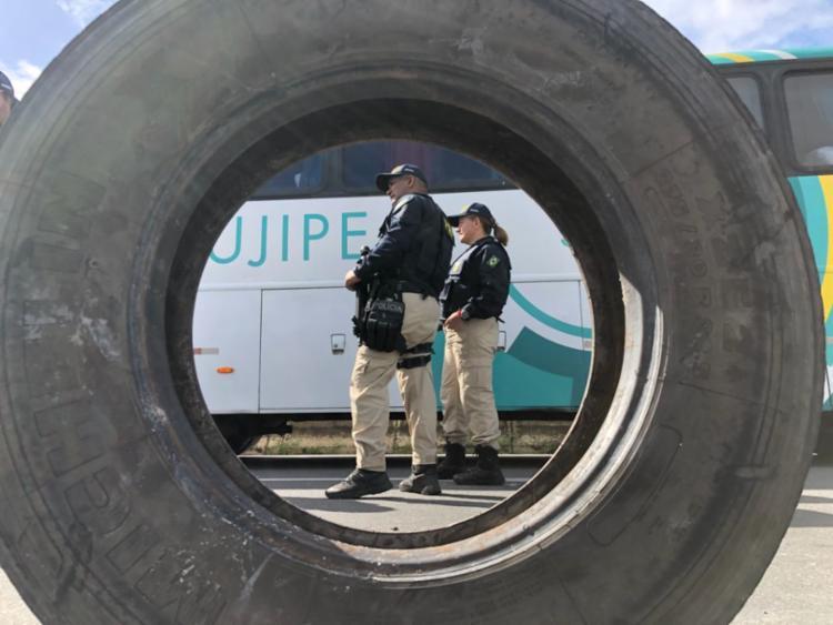 Ato é acompanhado pela Polícia Rodoviária Federal