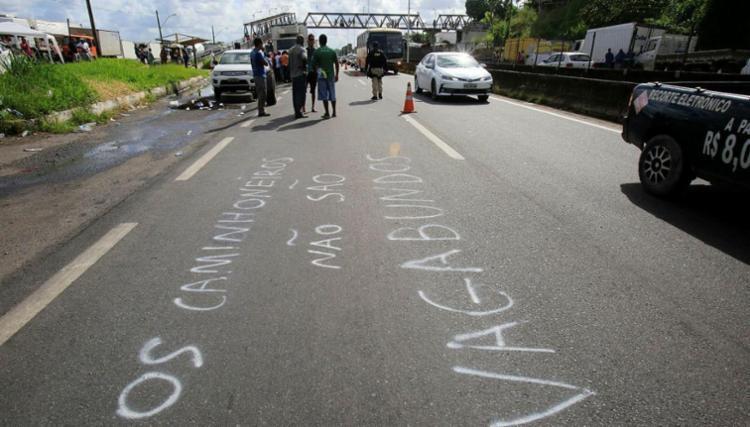 Caminhoneiros fazem atos nas rodovias que cortam a Bahia - Foto: Margarida Neide | Ag. A TARDE