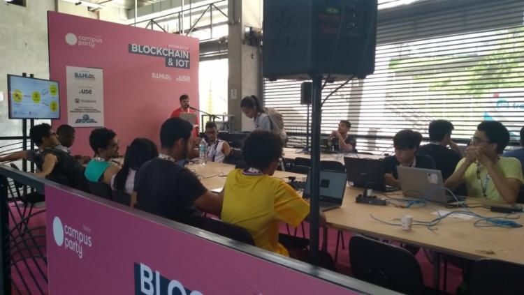 Campuseiros fazem testes de programaçao NodeMCU em servidor - Foto: Keyla Pereira | Ag. A Tarde