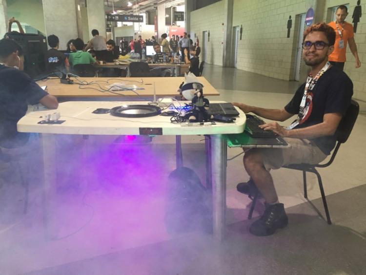 Estudante cria mesa eletrônica - Foto: Edielle Carvalho l Ag. A Tarde